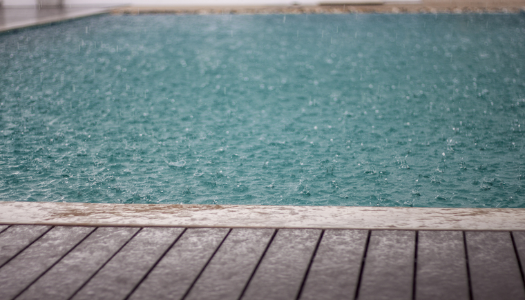 How to care for my swimming pool when it rains